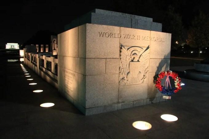 Washington DC WWII Memorial Lincoln Memorial