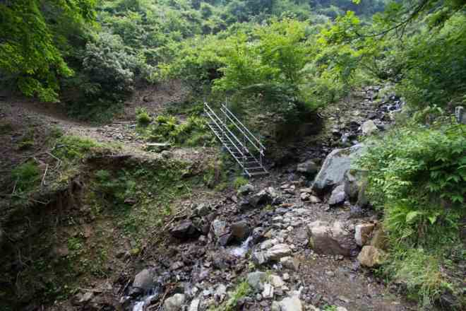 Mt Nosaka Staircase Trail