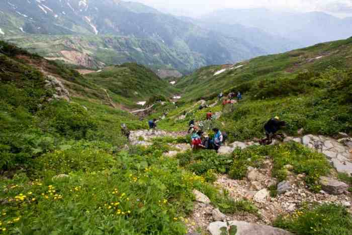 Japan-Mount-Haku-Crowded-Trail