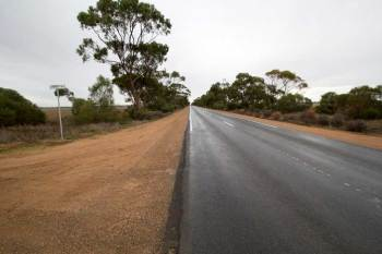australia-outback-wet-road