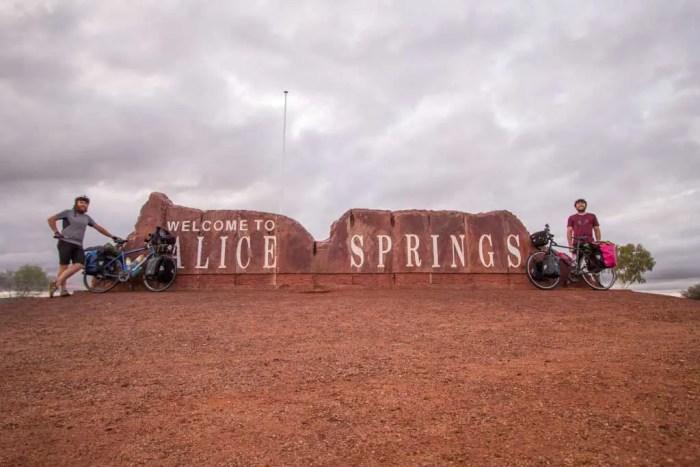 australia-outback-alice-springs-mac-sign