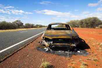 australia-outback-burned-car