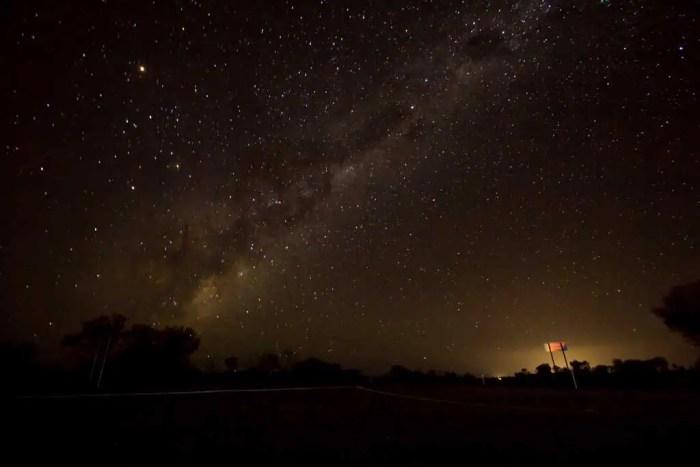 australia-outback-emu-sky