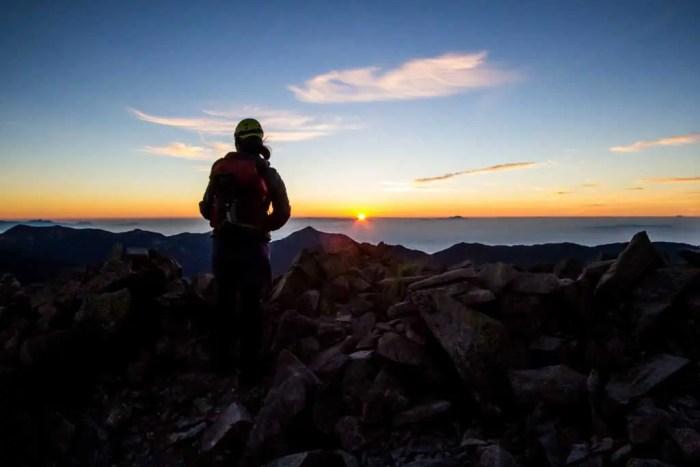 japan-okuhotakadake-sunrise-hiker