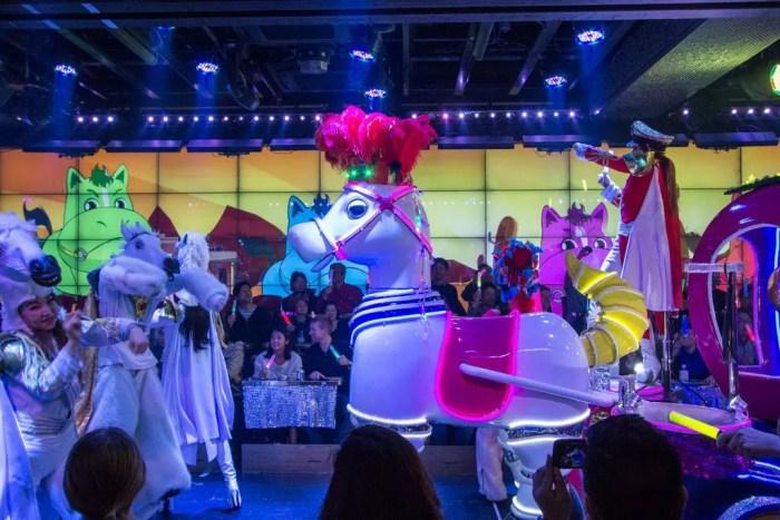 robot-restaurant-unicorn