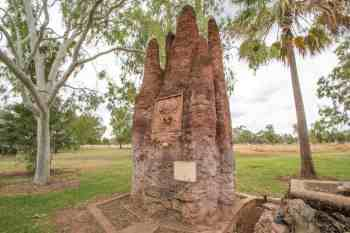 Australia-Mataranka-Termite-Mound
