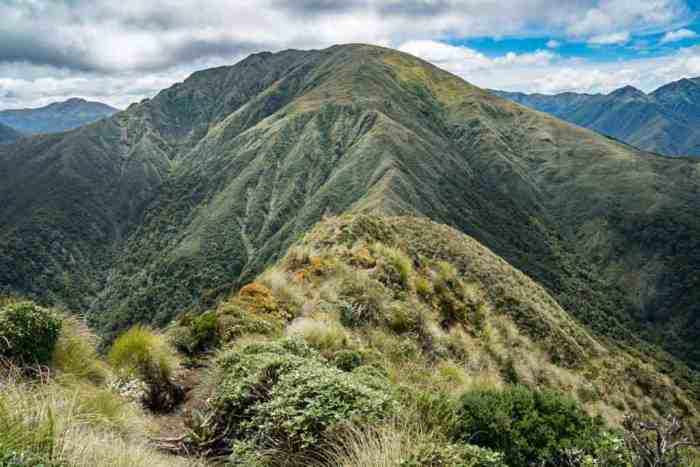 New-Zealand-Tararua-Range-Traverse-Climb