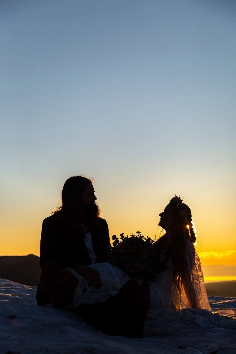 couple silhouette by sunrise
