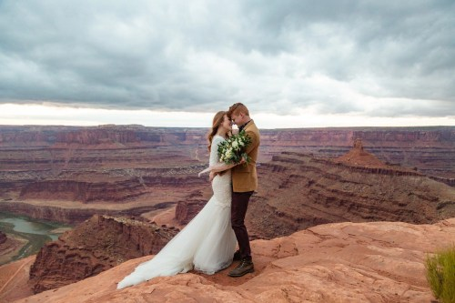 Elopement portraits at dead horse point state park in Utah