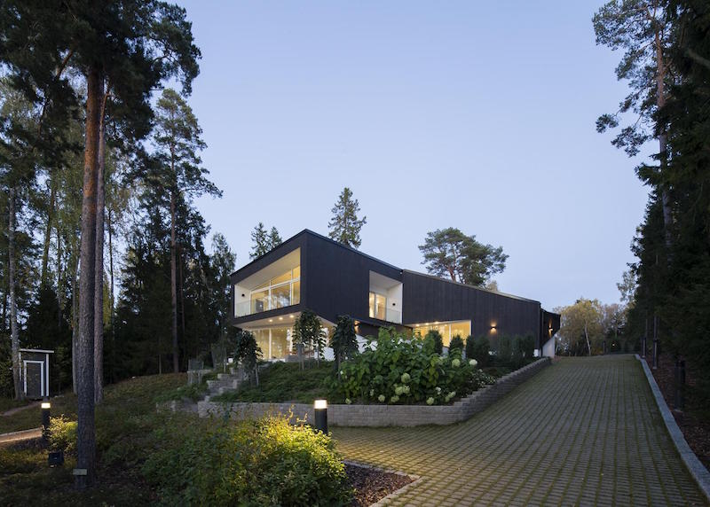 Modern House Architecture Joins The Nature Around
