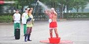 อาบน้ำก็ได้ ? Music Bank ฮาแตกเมื่อศิลปินปรากฎตัวพร้อมฝักบัวและกะละมัง