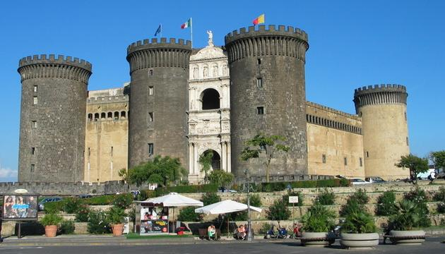 Napulj - Castel Nuovo