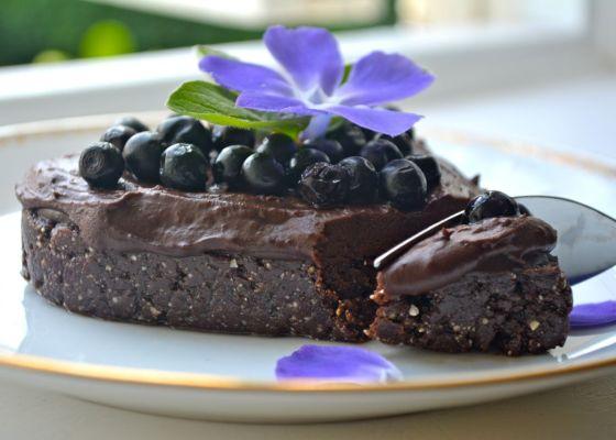 Nötfri brownie med chokladganache (no-bake, raw)
