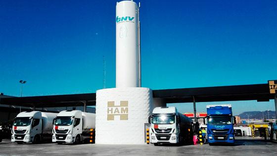 Las estaciones HAM de gas natural licuado no tienen bomba de trasvase, con lo cual no se necesita el boil-off adicional que necesita mantener la bomba fría continuamente