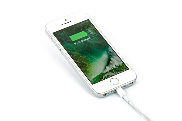 کیا موبائل کور بیٹری کو نقصان پہنچا سکتا ہے؟ چارجنگ کے دوران کی جانے والی یہ 5 عام غلطیاں جو آپ کی موبائل کی بیٹری کو خراب کر سکتی ہیں 5