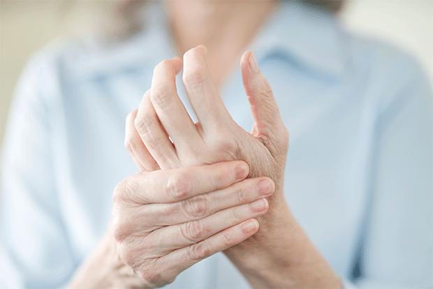 اگر آپ کے ہاتھ پاؤں بار بار سن ہو رہے ہیں تو اس کیفیت کو معمولی نہ سمجھیں یہ ان خطرناک بیماریوں. کی نشانی ہوسکتی ہے 1