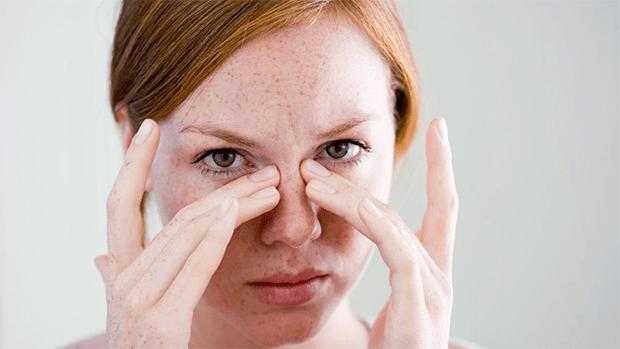 سردی کے موسم میں ناک کا بند ہونا ایک عام بات ہے لیکن صرف پندرہ منٹ میں اس تکلیف کمی لائیں 1