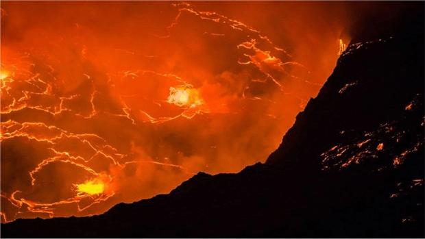 افریقہ کی جان لیوا 'آگ کی جھیل' جسے مقامی لوگ 'جہنم کا دروازہ' قرار دیتے ہیں 6