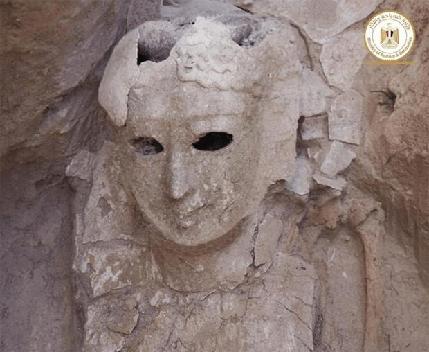 سونے کا ملمع چڑھا زبان کی شکل کا تعویذ٬ دو ہزار سال پرانی عجیب و غریب ممیوں کی دریافت 2
