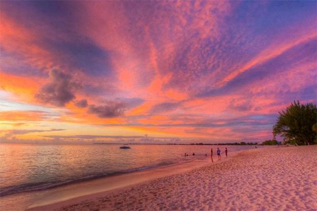 زندگی میں موقع ملے تو نمبر 3 پر ضرور جائیں-- دنیا کے 7 پرکشش ترین ساحل جو کسی پر بھی اپنی خوبصورتی کا جادو چلا سکتے ہیں 2