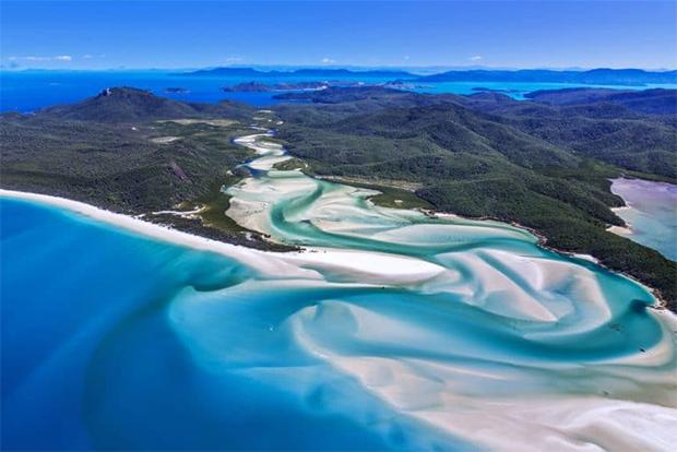 زندگی میں موقع ملے تو نمبر 3 پر ضرور جائیں-- دنیا کے 7 پرکشش ترین ساحل جو کسی پر بھی اپنی خوبصورتی کا جادو چلا سکتے ہیں 3