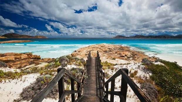 زندگی میں موقع ملے تو نمبر 3 پر ضرور جائیں-- دنیا کے 7 پرکشش ترین ساحل جو کسی پر بھی اپنی خوبصورتی کا جادو چلا سکتے ہیں 6