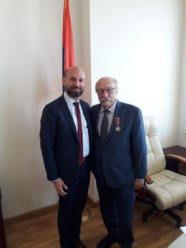 Herand Markarian Receives Award from Diaspora Minister