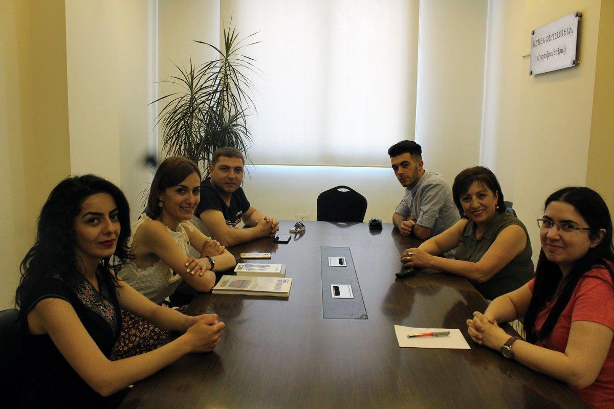 «Ազդակ»-ի հարցազրոյցը Արցախի Համազգայինի գրասենեակի տնօրէն Հերմինէ Աւագեանին եւ անոր գլխաւորած պատուիրակութեան անդամներուն հետ (Լիբանան)