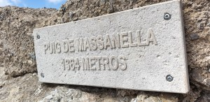 Summit sign on Massanella