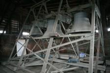 Колокола в куполе храма приводятся в движение сложной электро-механической машиной