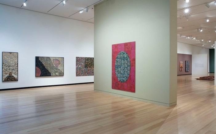 Vista da exposição de Elias Sime no Wellin Museum of Art