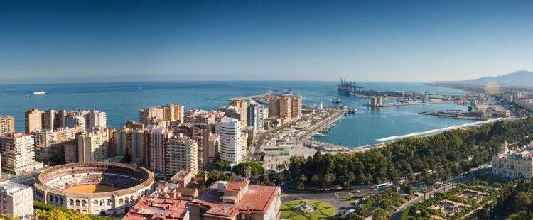 Sumérgete en la Navidad de los corralones de Málaga
