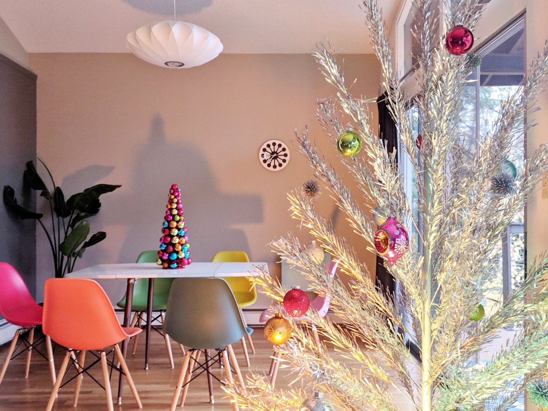 Mid Century Modern Christmas Tree.A Mid Century Modern Style Christmas