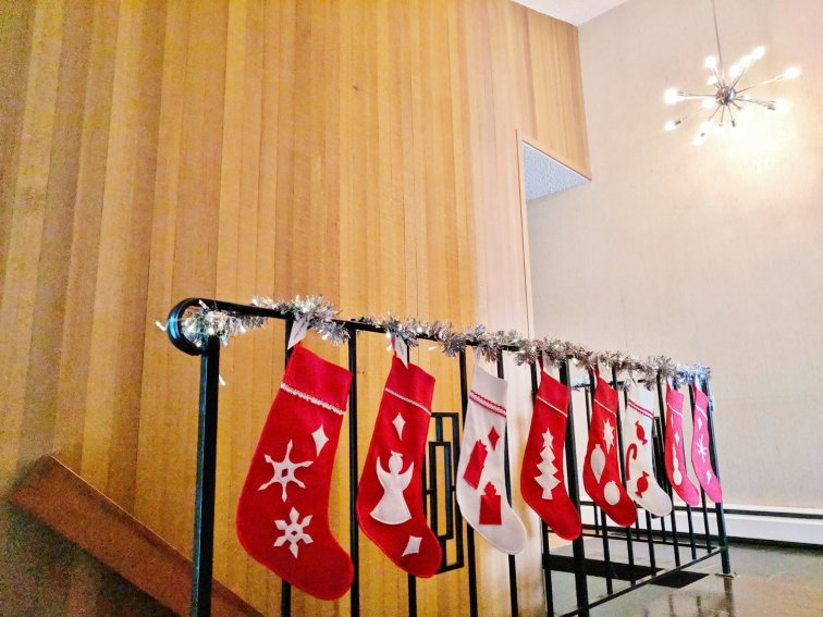 Hang retro felt stockings with tinsel garland to match the aluminum tree