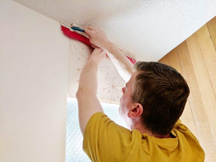 Cutting wallpaper