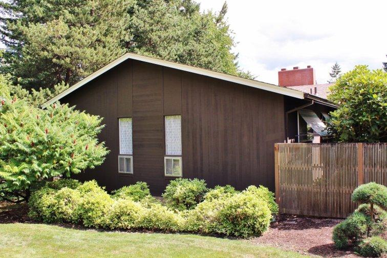 Mid-century modern ranch house