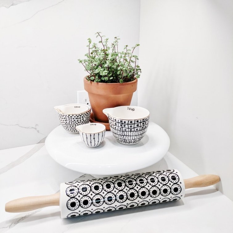 Measuring cup and rolling pin display idea for your countertops