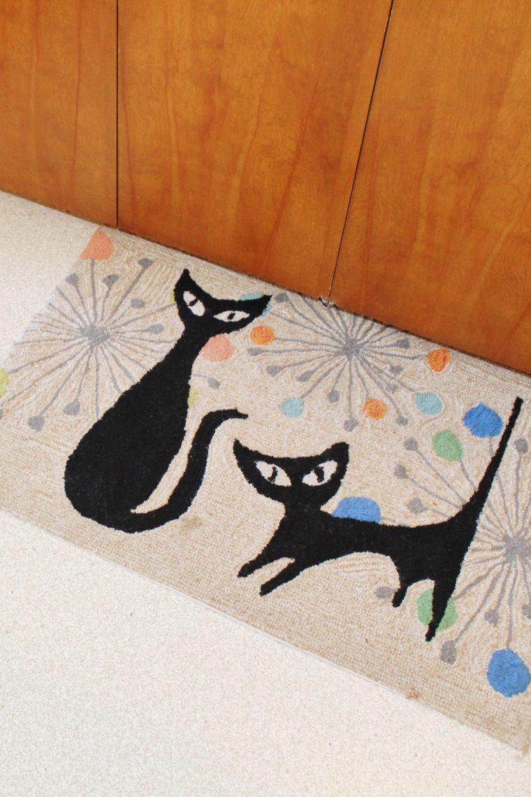 Atomic cats rug in mid-century modern kitchen