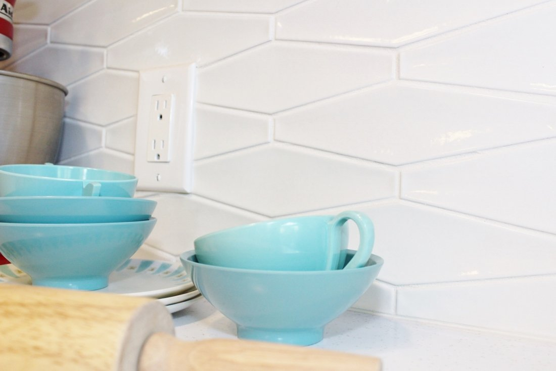 White hexagon tile backsplash - Verdon by Cepac Tile
