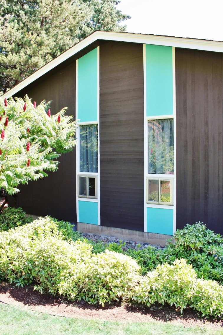 Turquoise and white trim on mid-century modern house