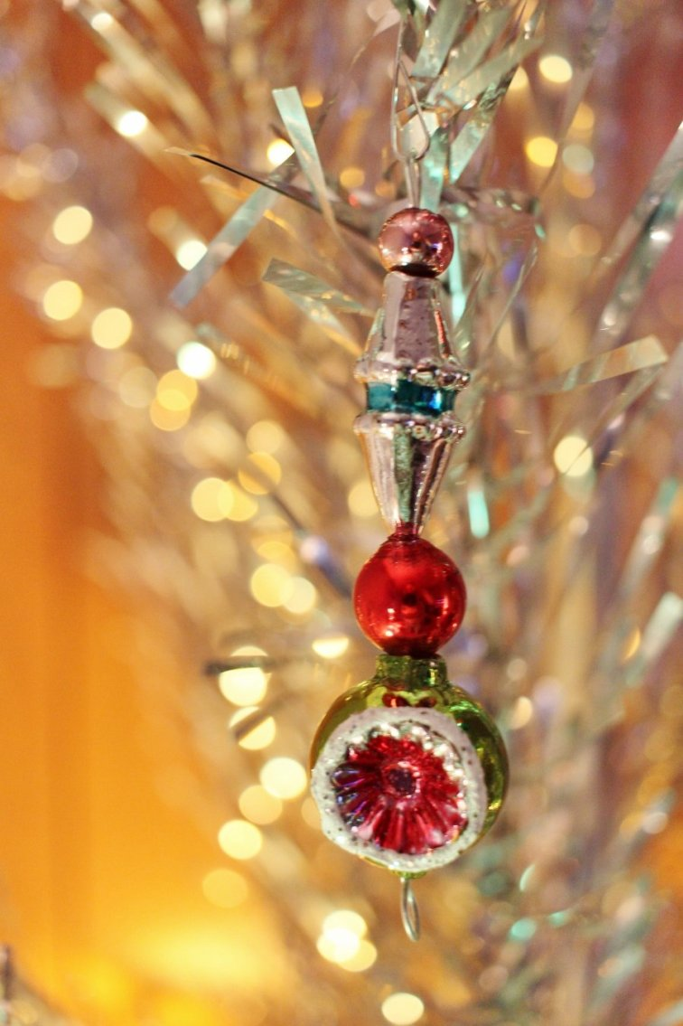 Vintage style icicle shape ornament