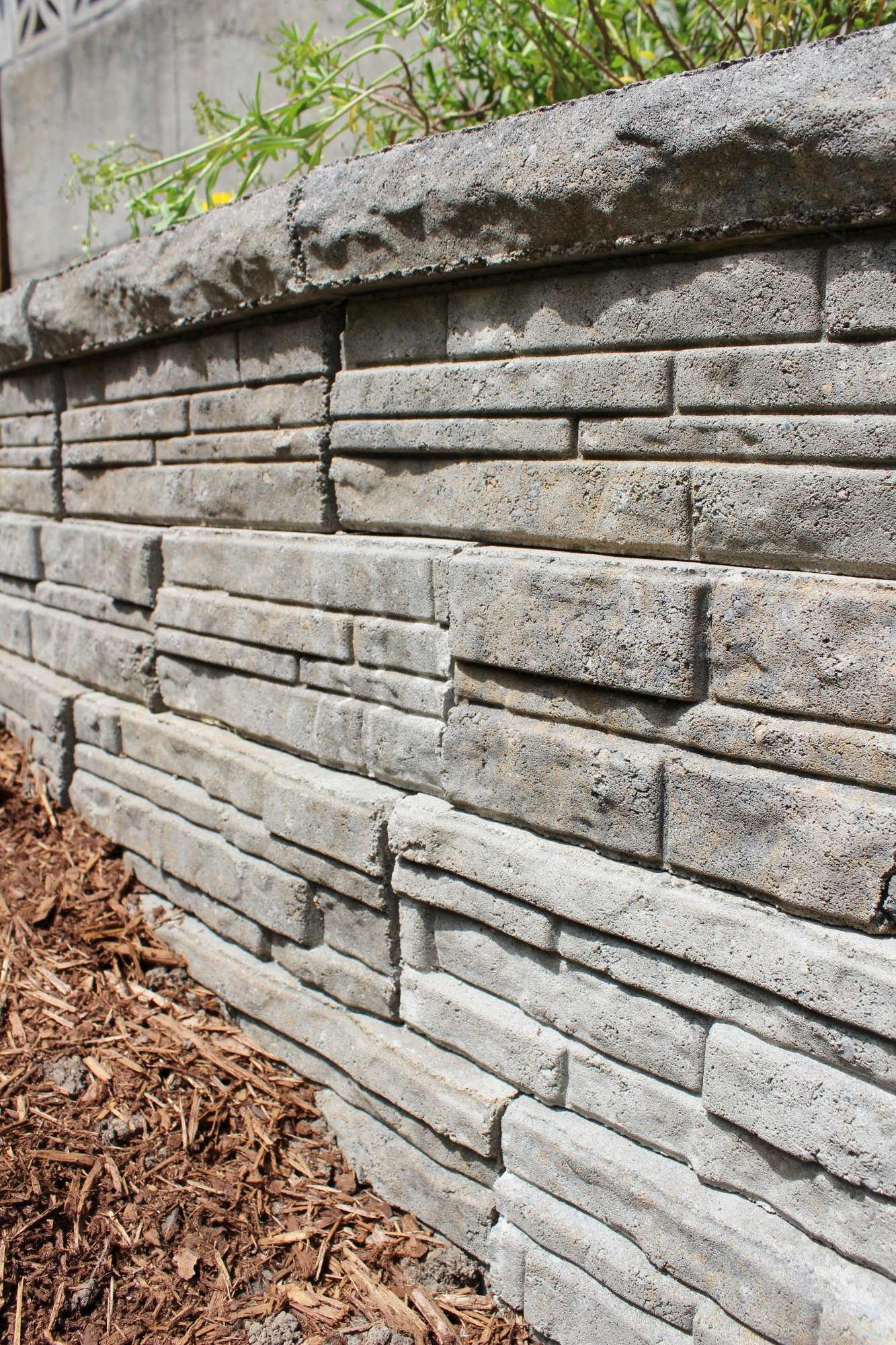Lowe's ledgewall concrete retaining wall blocks in Arcadian color