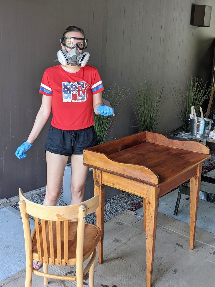Staining a wood desk and chair with Minwax golden pecan