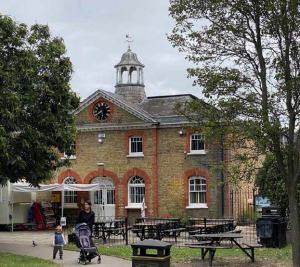 Ravenscourt Park Tea House - front