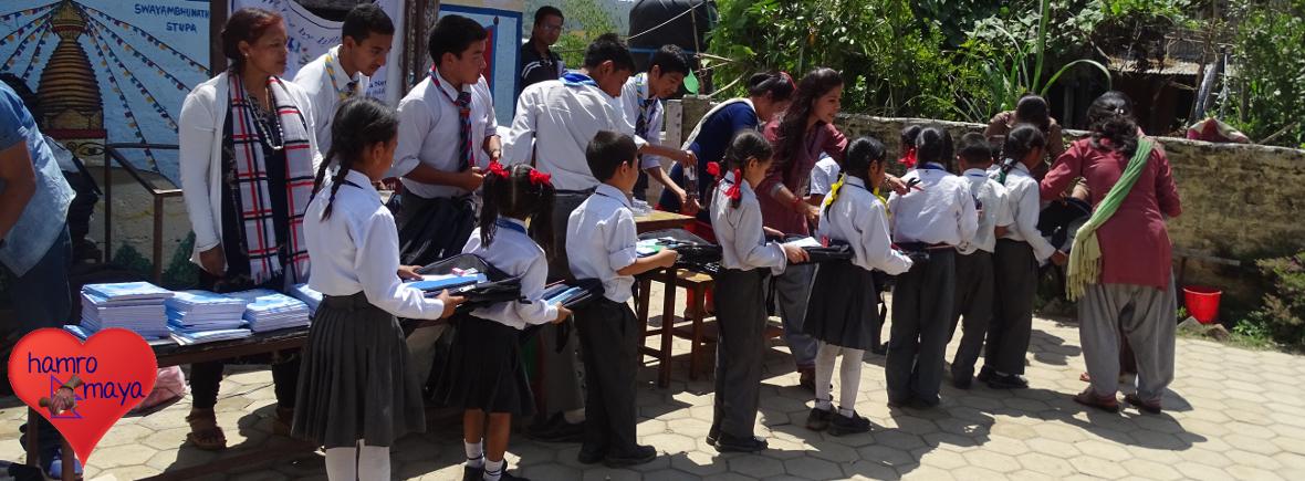 8. Schultaschen-Projekt in Bhimdhunga.