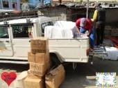 Die ersten Sachen werden in die Schulen von Myagdi gebracht.