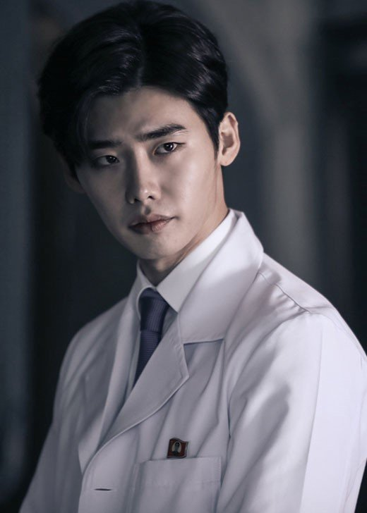 Doctor Stranger – to sew a button