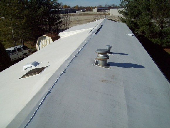 new-rubber-roof-installed-on-rv