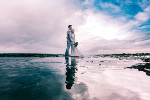 beach-clouds-couple-931796