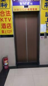 有電梯,輪椅卻進不了的電梯!